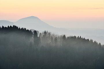 Stuifengipfel im Nebel sur Max Schiefele