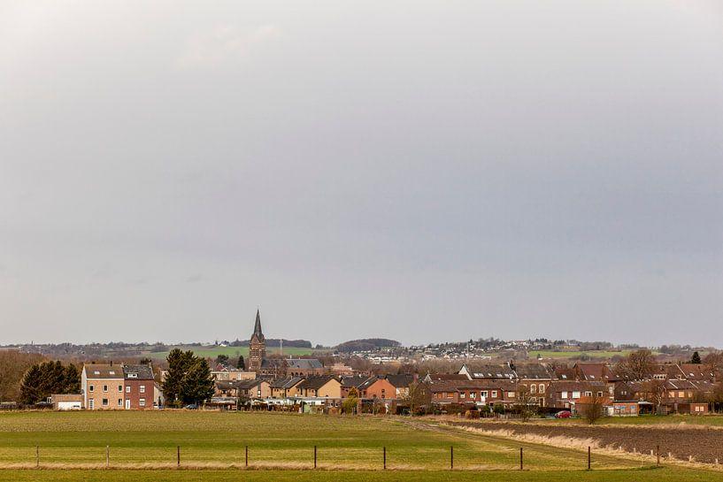 Uitzicht over Bocholtz in Zuid-limburg van John Kreukniet