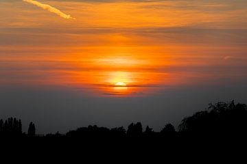 Zonsondergang met prachtige gloed van Ronald Huijzer