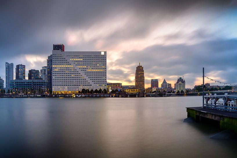 Willemswerf en Witte Huis vanaf Noordereiland in Rotterdam van Mark De Rooij