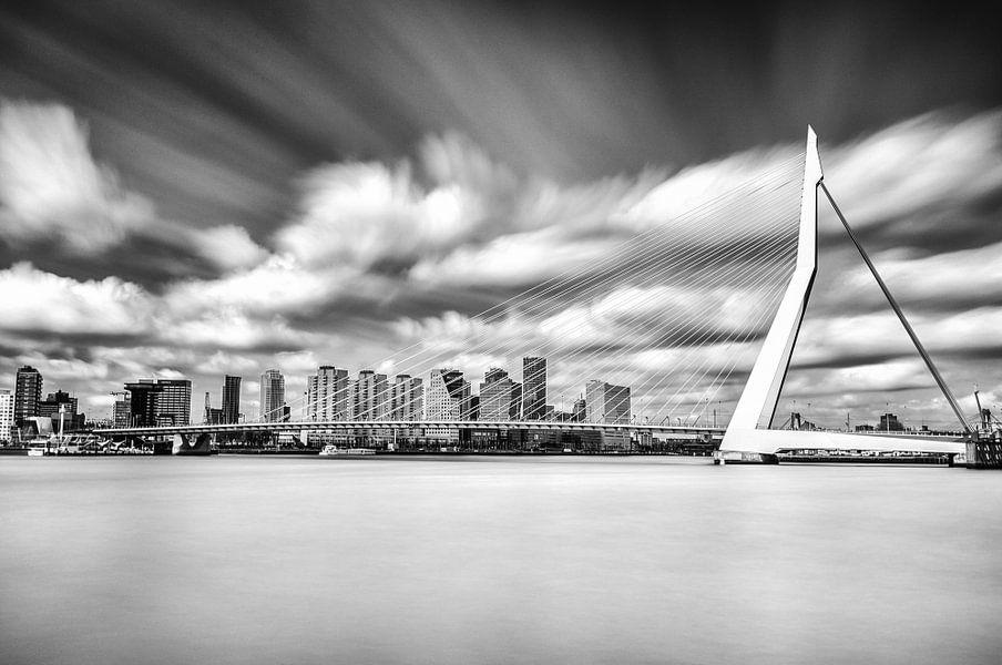 Erasmusbrug - Long Exposure - Rotterdam van Tom Roeleveld