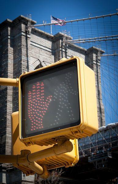 Do not walk on the Brooklyn Bridge van Maarten De Wispelaere