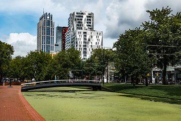 Rotterdam, kleurige skyline vanaf het kruisplein. von Cilia Brandts