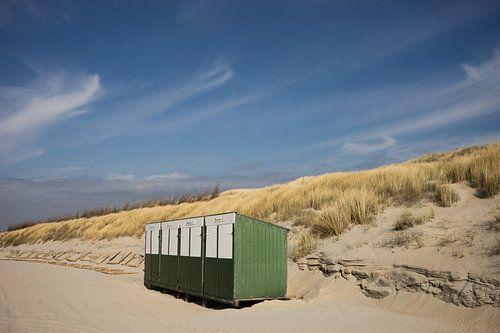 strandhuisjes op het strand in Zeeland van