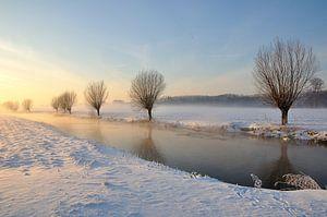 Schilderachtig winterlandschap bij het Brabantse dorp Drimmelen van Ruud Morijn