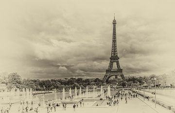 Eiffeltoren in Parijs in vintage look van Toon van den Einde