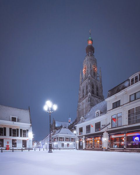 Serene Havermarkt in de nacht - Breda van Joris Bax