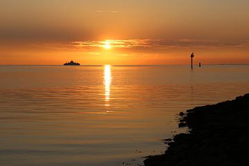 Zonsondergang boot Ameland van Anja Brouwer