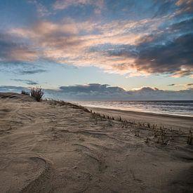 Zonsondergang nederlands strand.  sur Arjen Schippers