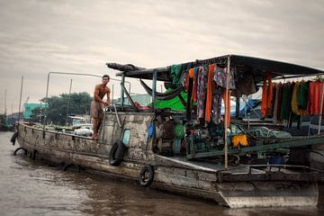 Verkoper op de drijvende markt in Can Tho van Moniek Mutsaers