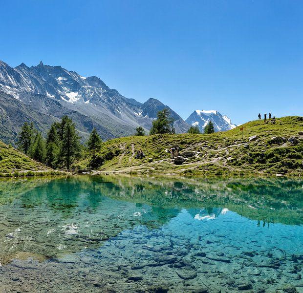 Lac Bleu, La Gouille, Val d'Herens, Wallis, Valais, Zwitserland van Rene van der Meer