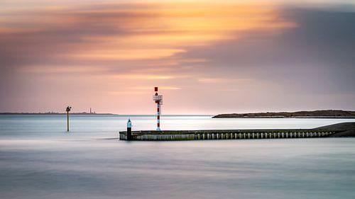 Pier bij zonsondergang op Texel