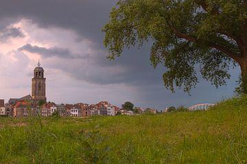 Dramatische lucht boven Deventer van Rick de Visser