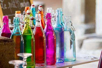 Farbige Flaschen von Jolanda van Eek