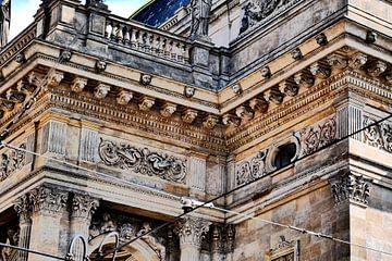Prag - Detail Opernhaus von Wout van den Berg