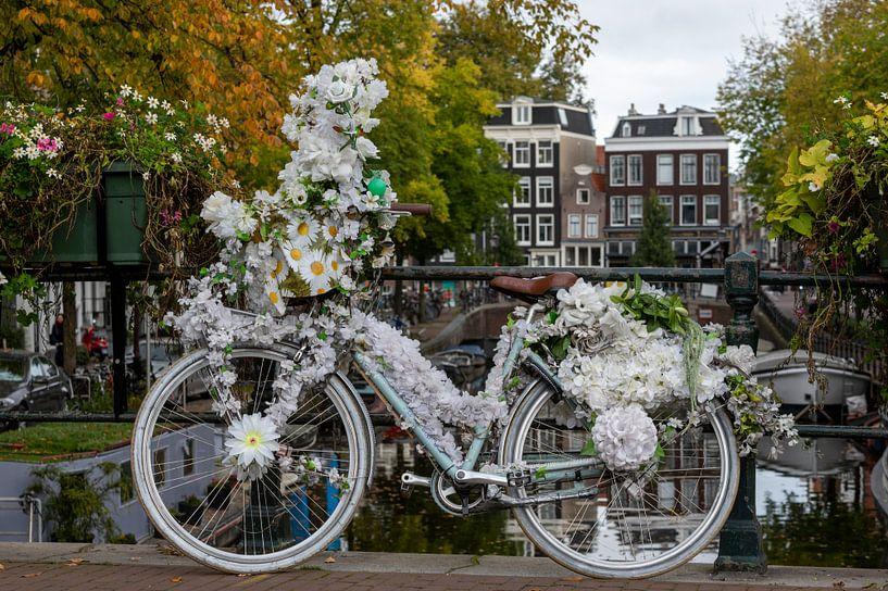 Flower power in amsterdam van Foto Amsterdam/ Peter Bartelings