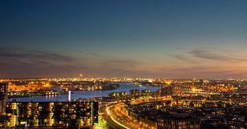 Uitzicht over Rotterdam van Willem van den Berge