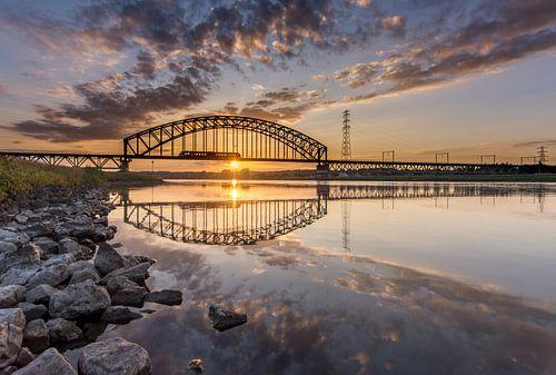 Spoorbrug over de Rijn bij Arnhem  van Sander Grefte