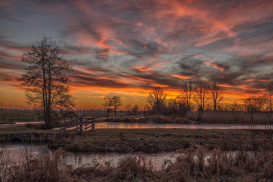 vlammende zonsondergang van Renate Oskam