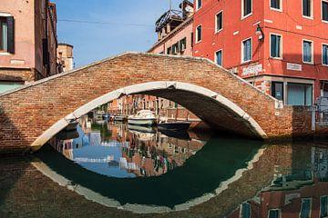 Bâtiments historiques dans la vieille ville de Venise en Italie sur Rico Ködder