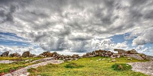 Rotsmuur bij Gurteen Bay, Ierland van