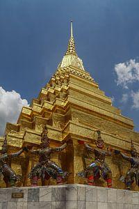 Gouden tempel bij Wat Phra Kaew Bangkok van Marilyn Bakker