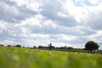Wolkenlucht vlieger van Renata Jansen
