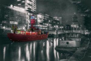 De rode boot in Rotterdam centrum
