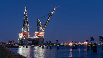 Sleipnir - grootste kraanschip ter wereld in Rotterdam Zonsondergang