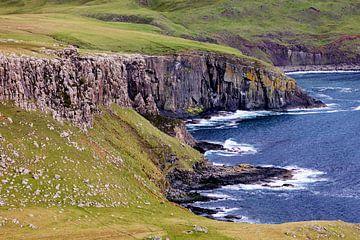 Les falaises atlantiques sur l'île de Skye sur Remco Bosshard