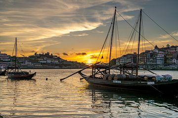 Zonsondergang in Porto van Peter Schickert