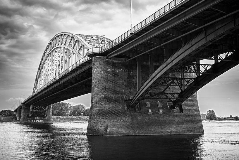 Waalbrug Nijmegen van Peter Moerman