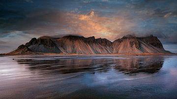 Eindruck des magischen Reinisdrangers, Island von Saskia Dingemans