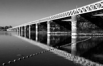 Spoorbrug Moerputten (Zwart-wit) van PvdH Fotografie