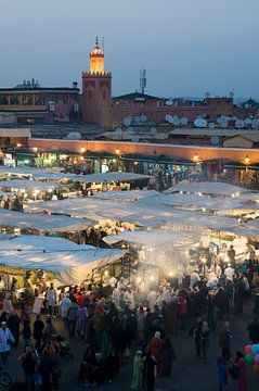 Sfeervol Djeema-el-fna Marokko sur Keesnan Dogger Fotografie