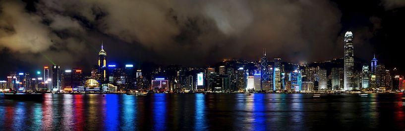 Hong Kong, Victoria Harbour 's avonds van Atelier Liesjes