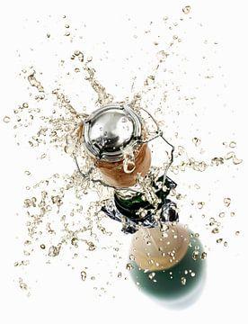 00956481 Kurk spat uit een bruisende wijn fles van BeeldigBeeld Food & Lifestyle