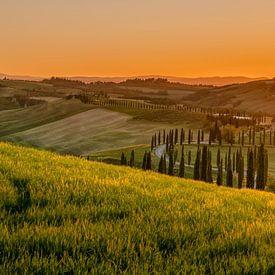 Perfect sunset over Tuscany van Teun Ruijters
