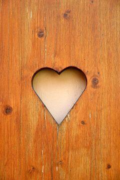 Fensterladen mit Herz von Heiko Kueverling