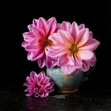 Roze Dahlia's van Simone Karis