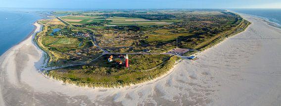 Panorama van de noordkant van waddeneiland Texel met vuurtoren