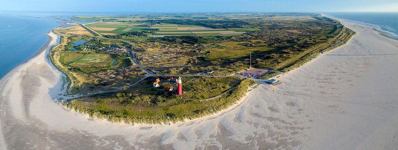 Panorama van de noordkant van waddeneiland Texel met vuurtoren van Michel Sjollema