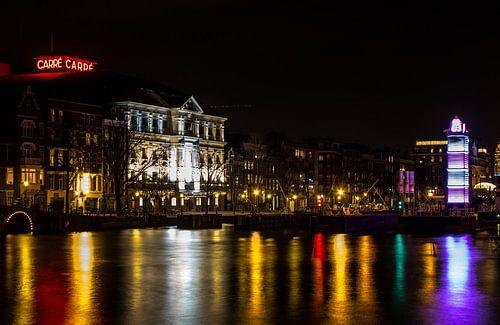 Theater Care  Amsterdam bij Nacht in prachtige kleuren van