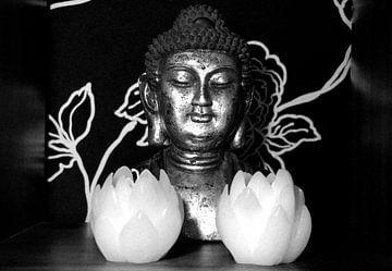 Boeddha met lotusbloemen van Cora Unk