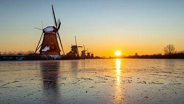 Zonsopkomst bij Kinderdijk van Hans van der Grient