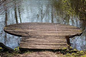 Houten steigertje in meer