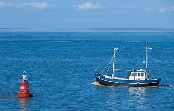 Garnalenvisser op de Waddenzee. van Hennnie Keeris