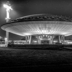 Evoluon in Eindhoven - zwart wit van Photography by Karim