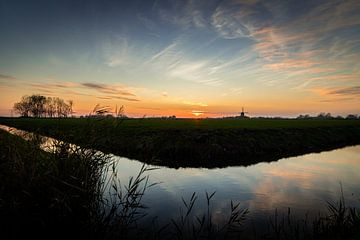 Zonsondergang in de polder van Paula van der Post