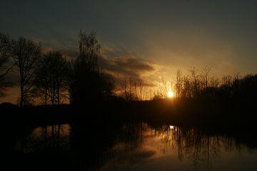 zonsondergang met water van Alfred Stenekes
